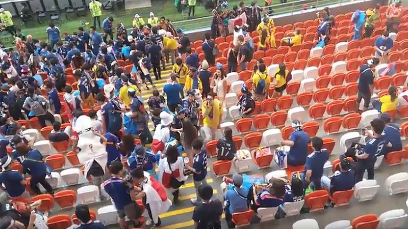 VIDEO : FIFA WC 2018 -सामना संपल्यावर जपानी प्रेक्षकांनी स्टेडियम केलं स्वच्छ