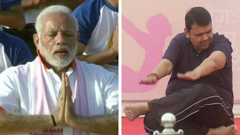 International Yoga Day : डेहराडूनमध्ये मोदींनी तर मुंबईत मुख्यमंत्र्यांनी केला योग