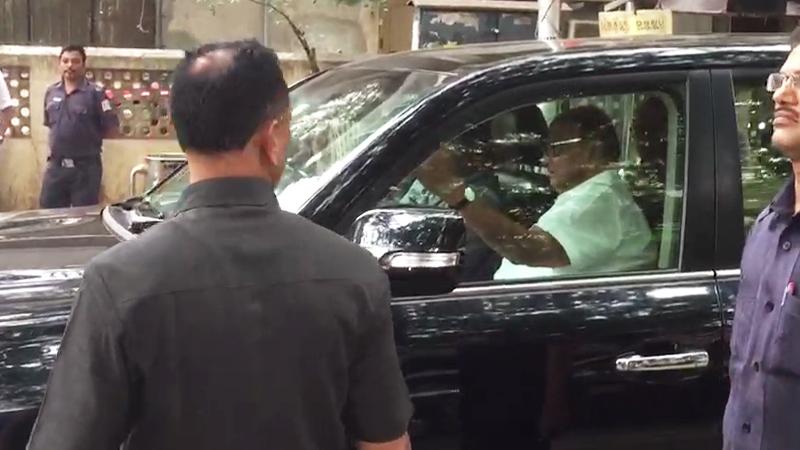 VIDEO : कार्यकर्ते रस्त्यावर उतरले, शरद पवार ट्रॅफिकमध्ये अडकले