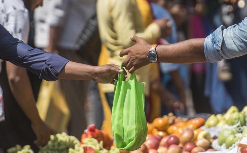 उद्यापासून राज्यात प्लास्टिक बंदी, कापडी पिशवी बाळगायला विसरू नका!