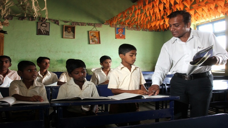 शिक्षणसम्राटांना दणका, सरकार करणार खासगी शाळांतील शिक्षकांची भरती
