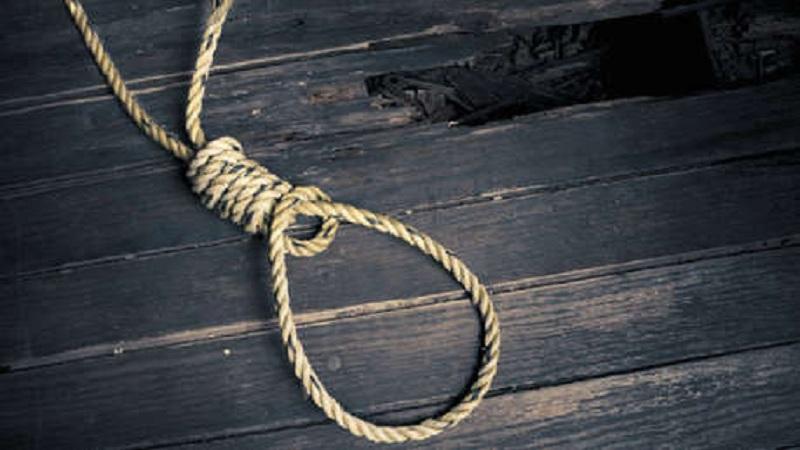 आई घरातून जाताना मोबाईल घेऊन गेली, रागातून मुलाची आत्महत्या