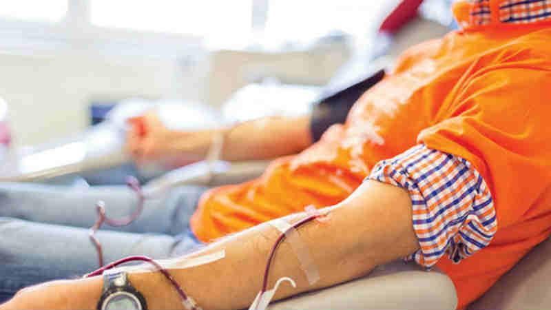 रक्तदान करताना 'या' चुका चुकूनही करु नका