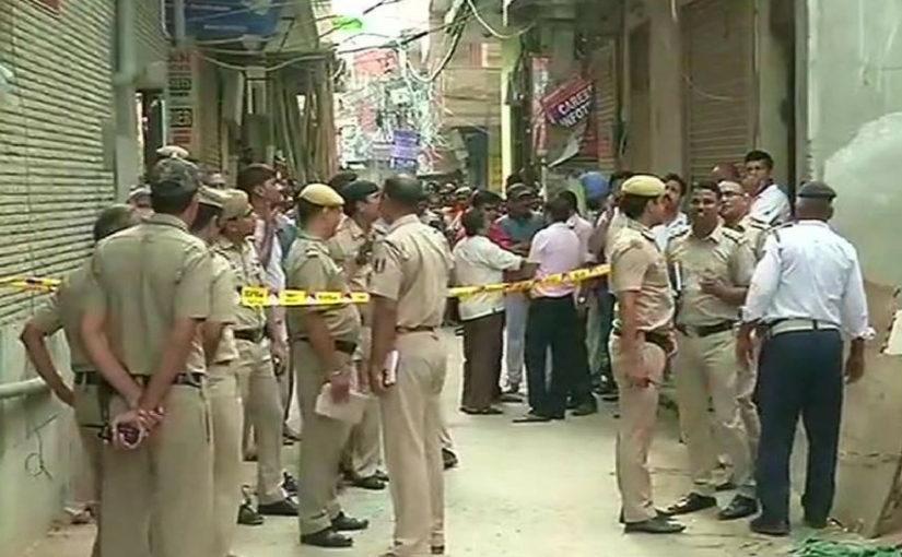 रात्री दुकान बंद करून झोपले, सकाळी 11 मृतदेह लटकलेल्या अवस्थेत शेजाऱ्यांनी पाहिले