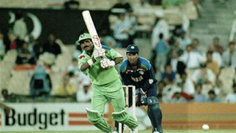 मनोज प्रभाकर यांनी उत्तम गोलंदाजी केली. त्यांनी २२ धावांमध्ये पाकिस्तानचे २ गडी बाद केले. श्रीनाथ आणि व्यंकटपती राजू यांनी प्रत्येकी एक एक गडी बाद केला.