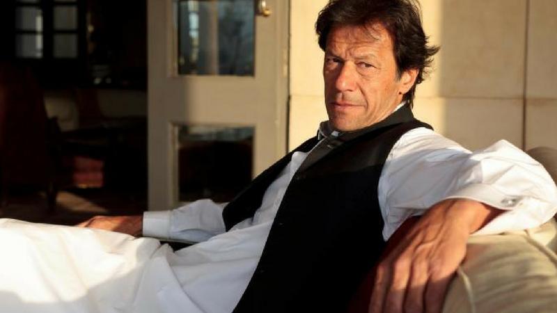पाकिस्तानात नुकत्याच पार पडलेल्या मतदानात जनतेचा कल इम्रान खान यांच्या पक्षाला अधिक असल्याचे दिसून येत आहे. पाकिस्तान तेहरिफ ए इन्साफ (पीटीआय) हाच पक्ष पाकिस्तानमध्ये मोठ्या संख्येने निवडून येईल असे म्हटले जात आहे. एकीकडे इम्रान खानचा पक्ष पाकिस्तानाची धूरा सांभाळायला सज्ज झाला आहे.