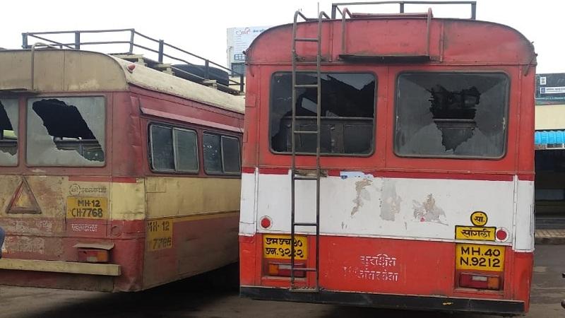 कोल्हापुरात मराठा कार्यकर्त्यांकडून बेमुदत ठिय्या आंदोलन, 7 एसटी बस फोडल्या