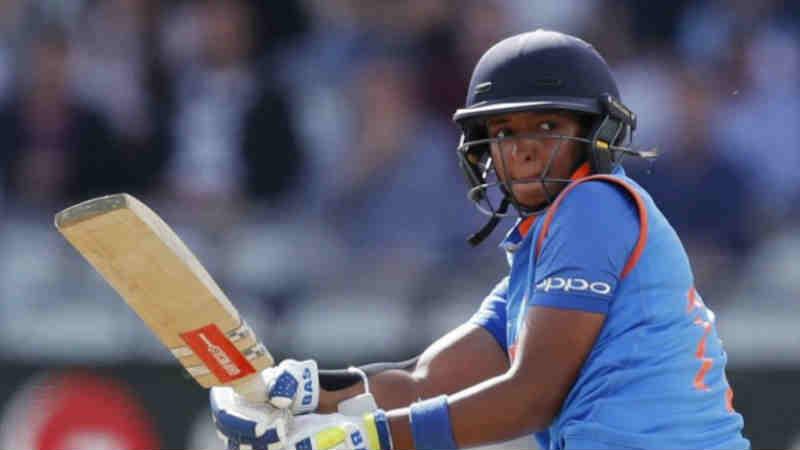 भारतीय महिला टी- 20 ची कर्णधार कौरचे क्रिकेटमधील उत्कृष्ट कामगिरी पाहून पंजाब पोलिसांनी तिला डीएसपीचे पद देऊ केले होते. पण तिची हा आनंद फार काळ टिकू शकला नाही.