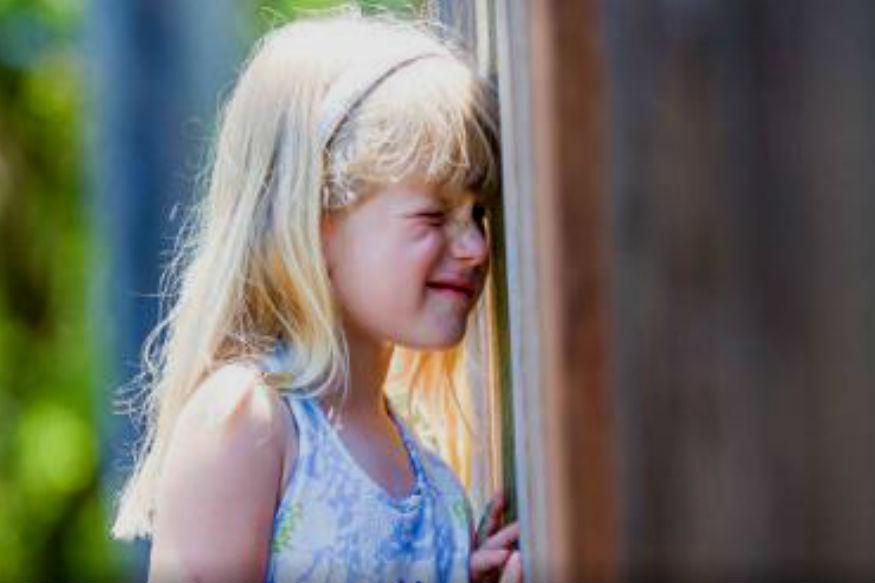 लपाछुपी - लहानपणी सगळ्यांनीच लपाछुपी हा खेळ खेळला असणार. उन्हाळी सुट्टीत हा खेळ तर ठरलेलेच असायचा. एकाने राज्य घेतल्यावर त्याने बाकीचांना शोधेपर्यंत घरातून जेवणासाठी बोलावलं जायचा. आता तर तुम्ही नक्कीच तुमच्या बालपणाच्या आठवणीत रमला असाल.