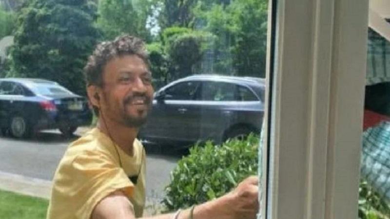 कॅन्सरवर उपचार घेणाऱ्या इरफान खानचा हा हसरा फोटो पाहिलात का?