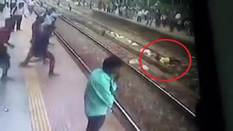 VIDEO : रेल्वे येत असल्याची पाहून 'तो' रूळावर जाऊन झोपला...