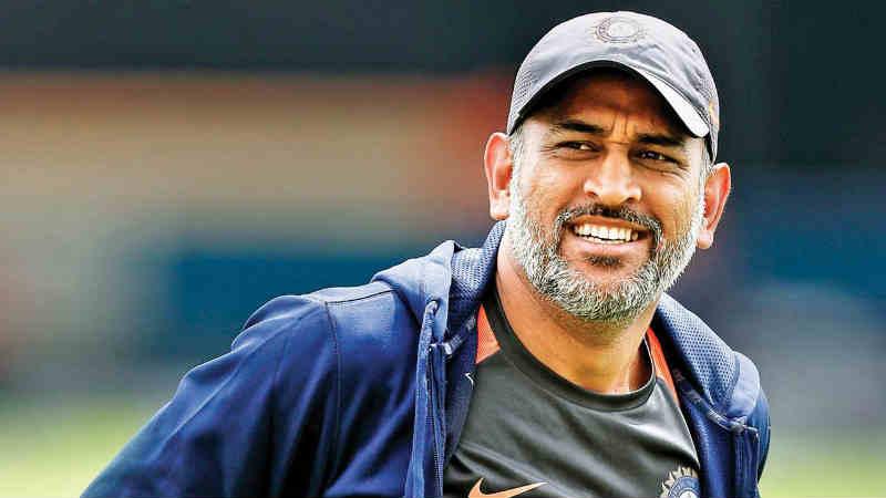 ऑस्ट्रेलियात असताना कसोटी क्रिकेटमधून संन्यास- कसोटी क्रिकेटमधून ऑस्ट्रेलियामध्ये कसोटी मालिका खेळत असतानाच कसोटी क्रिकेटमधून संन्यास घेण्याचा निर्णय तडका फडकी घेतला. त्याच्या या निर्णयाने क्रिकेट विश्वात खळबळ माजली होती. ऑस्ट्रेलियाविरुद्धचा तिसरा कसोटी सामना संपल्यानंतर त्याने हा निर्णय घेतला होता.