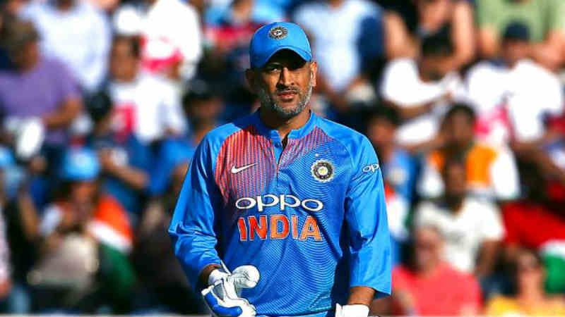 नवख्या टीमसोबत जिंकला टी-20 वर्ल्ड कप- 2007 टी- 20 वर्ल्ड कपमध्ये भारताचा कर्णधार म्हणून महेंद्रसिंग धोनीने धुरा सांभाळली होती. धोनीच्या या टीममध्ये युवा खेळाडूंचा भरणा होता. याच सामन्याच्या शेवटच्या षटकात त्याने अष्टपैलू खेळाडू जोगिंदर शर्माला गोलंदाजी देऊन सर्वांनाच आश्चर्याचा धक्का दिला होता. पण त्याचा हा निर्णय किती योग्य होता ते शेवटी अख्या जगाला कळलेच.