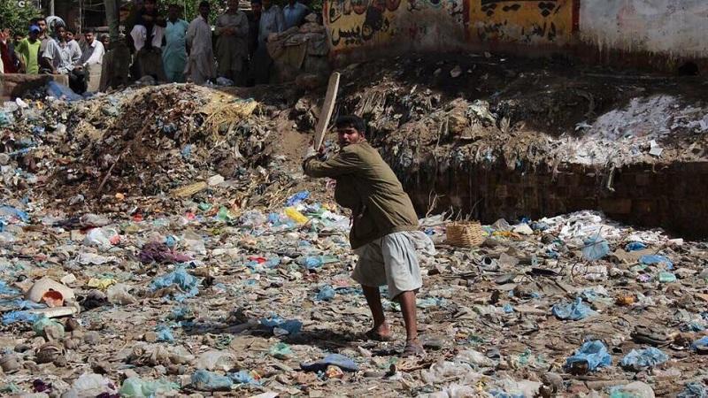 अयाझ एनए-२४३ मतदारसंघातून निवडणूक लढत आहेत. या मतदार संघात कचऱ्याचा प्रश्न मोठा आहे. ठिकठिकाणी कचऱ्याचे ढीग साचले आहे. शिवाय सांडपण्याचा निचराही योग्य होत नाही. त्यामुळे त्यांचे प्रश्न आपणच सोडवू शकतो असा विश्वास अयाझ यांना द्यायचा आहे.