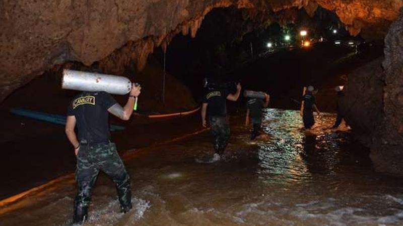 थायलंडः गुफेत अडकलेल्या मुलांनी असा साजरा केला वाढदिवस