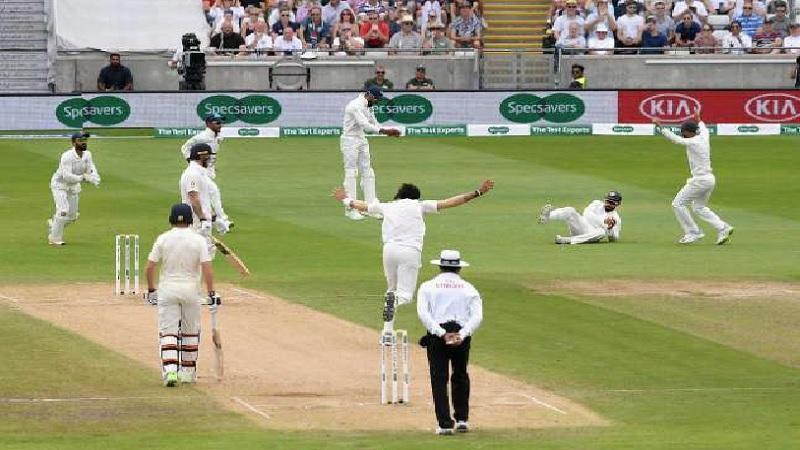 भारत विरुद्ध इंग्लंडच्या दूसऱ्या कसोटी सामन्याच्या दूसऱ्या डावात विराट कोहली चौथ्या स्थानी फलंदाजीसाठी मैदानात न उतरल्याने त्याचे चाहते आश्चर्यचकीत झाले.