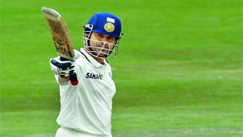 हा विक्रम करणारा कोहली सातवा भारतीय खेळडू ठरला आहे. याआधी २०११ मध्ये सचिन तेंडुलकरने हा विक्रम केला होता.