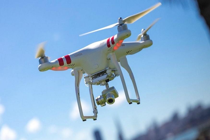 केंद्रीय नागरी हवाई उड्डाण मंत्रालयाने ड्रोनच्या वापरासंदर्भात नवीन नियमावली जाहीर केली आहे. त्याची अंमलबजावणी 1 डिसेंबरपासून सुरू होणार असून, प्रत्येक ड्रोनला एक युनिक आयडेन्टीफिकेशन नंबर दिले जातील.
