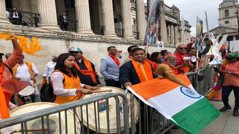 या रॅलीत महाराष्ट्रीयन नागरिकांनी ढोल ताशा घेऊन हजेरी लावली आणि भारत माता की जय च्या घोषणांनी परिसर दणाणून सोडला.