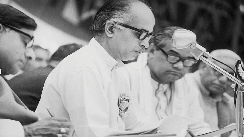 अटल बिहारी वाजपेयी लोकसभेसाठी नऊ वेळा निवडून आले. 1962 ते 1967 आणि 1986 पर्यंत ते राज्यसभेचे सदस्य होते. अटलबिहारी वाजपेयी 16 मे 1996 रोजी पहिल्यांदा पंतप्रधान झाले. परंतु लोकसभेत बहुमत सिद्ध करण्यात सक्षम न राहिल्यामुळे त्यांना 31 मे 1996 रोजी राजीनामा द्यावा लागला.