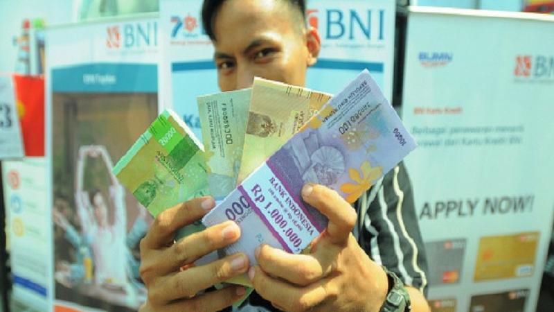 फॉरेन करन्सी- जर तुम्हाला ५० हजारांपेक्षा जास्त परदेशी चलन काढायचे असेल तर त्यासाठीही पॅन कार्ड लागते.
