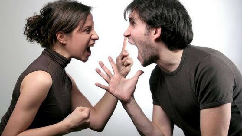 छोट्या- छोट्या गोष्टींवर भांडण करणे