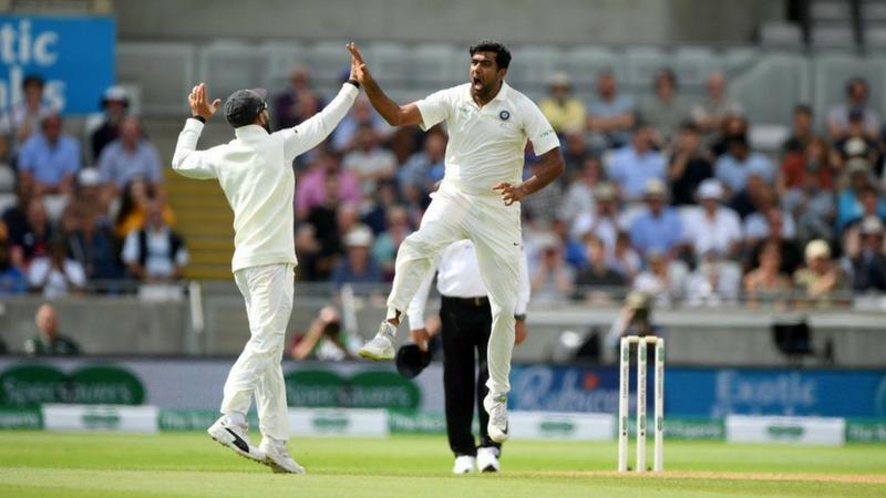 पहिल्या डावात इंग्लंडने २८७ धावा केल्या होत्या. दरम्यान भारतीय संघाच्या ढिल्ल्या क्षेत्ररक्षणामुळे इंग्लंडला २८७ पर्यंत मजल मारता आली.