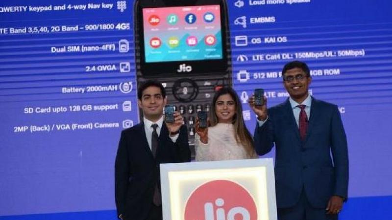 तुम्हाला जर जीओ फोन २ चे बुकिंग करायचे असेल तर तुम्ही जीओच्या ऑफिशिअल वेबसाइटवर (www.jio.com) किंवा MyJio अप डाऊनलोड करु शकता.