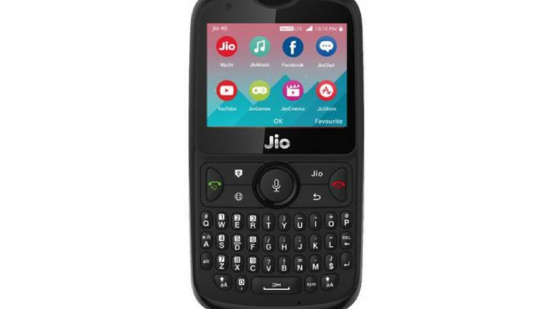 १५ ऑगस्टला जीओ फोन २ चं बुकिंग सुरु होणार आहे. जीओ फोन २ हा ४ जी फीचर फोन असून यामध्ये फिझीकल क्वार्टी कीपॅडची सुविधा देण्यात आली आहे. त्याचबरोबर फोनमध्ये व्हॉट्सअप आणि युट्युबसारखे फिचरही उपलब्ध आहेत. या फीचर्समुळे तुम्ही व्हॉट्सअपसोबत युट्युबवर व्हीडिओदेखील पाहू शकता. हा फोन फक्त २९९९ रुपयांत तुम्ही खरेदी करु शकता.
