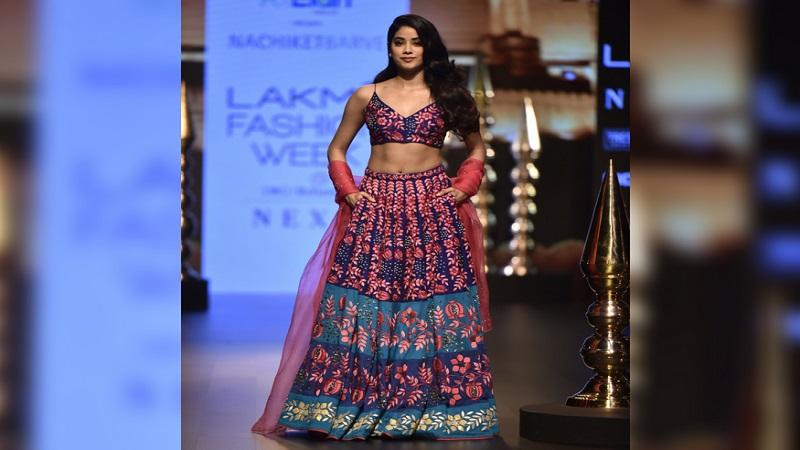 बाॅलिवूडची 'धडक'न जान्हवी कपूर भारतीय पोशाखात दिसत होती.