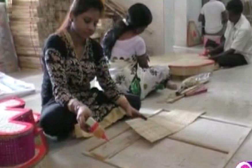 मखर निर्मितीतून महिलांना मिळाला हक्काचा रोजगार