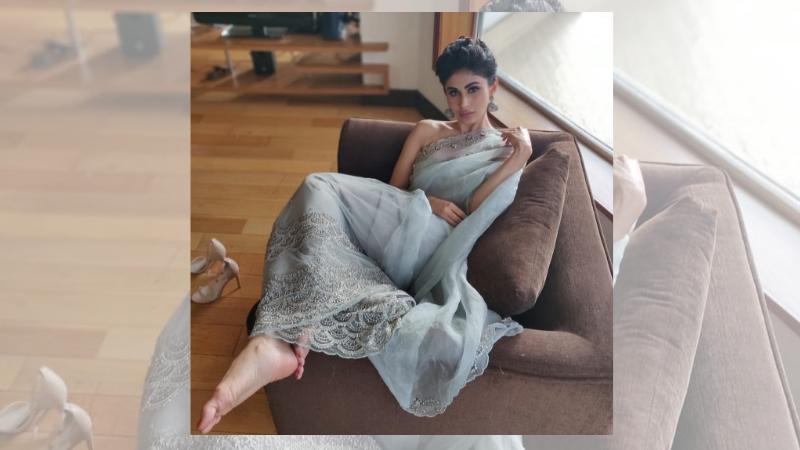 मौनीनं सध्या तिचे हाॅट फोटोज शेअर केलेत. ते व्हायरल होतायत.
