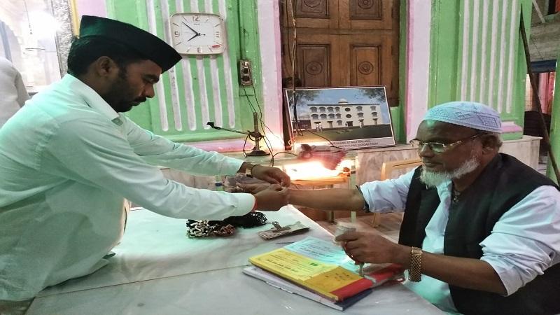 राखीचा अनोखा सोहळा, मलंगगडावर हिंदूंनी मुस्लिम बांधवांना बांधली राखी