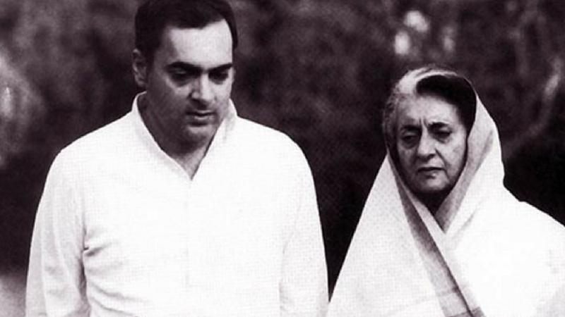 छोटा भाऊ संजय गांधी यांची २३ जून १९८० मध्ये एका विमान दुर्घटनेत मृत्यू झाला. संजय यांच्या मृत्यूनंतर राजीव यांनी आई इंदिरा गांधी यांच्या मदतीसाठी राजकारणात पाऊल ठेवले.