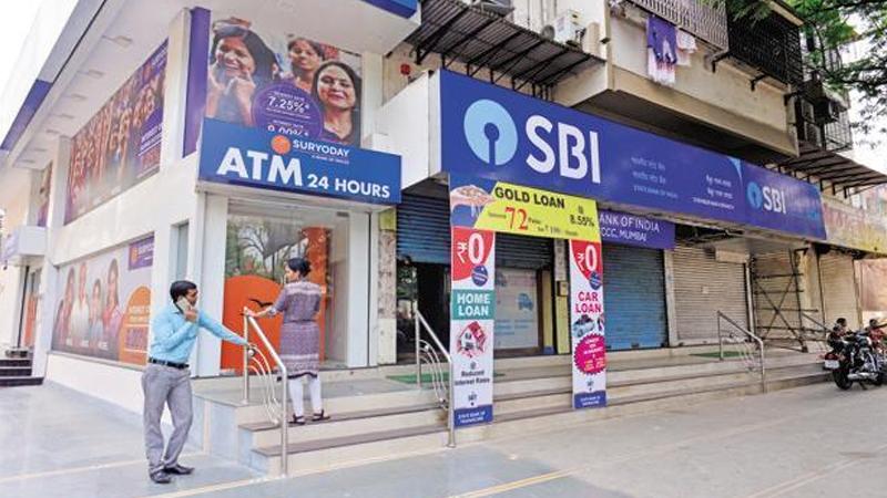 नवीन कार्डबद्दल माहिती जाणून घेण्यासाठी एसबीआयने  आपल्या वेबसाईटवर माहिती दिलीये https://bank.sbi/portal/web/personal-banking/magstripe-debit-cardholders