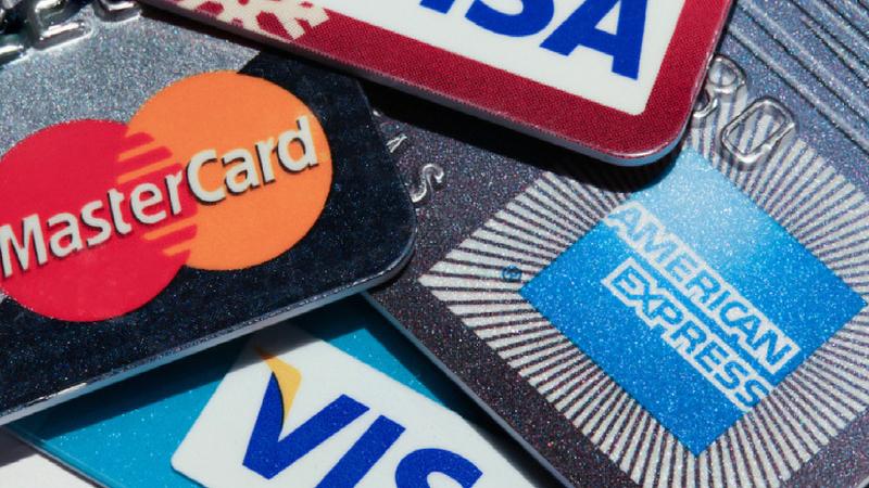 बँकेचे अकाऊंट डिटेल फोनमध्ये सेव्ह करु नका- बँक अकाउंट नंबर, पासवर्ड, एटीएम कार्ड नंबर किंवा पासवर्डचा फोटो काढून तो फोनमध्ये सेव्ह करु नका. या सर्व गोष्टी तुमच्या फोनमधून लीक होऊ शकतात.