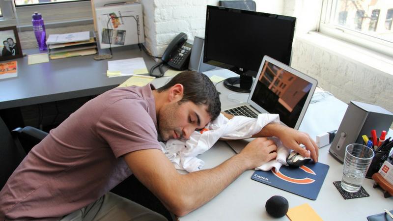 झोप पूर्ण न होणं, थकवा आणि ताण याचं एक कारण आहे तुमचा आहार. यासाठी या चार गोष्टींचं सेवन टाळा
