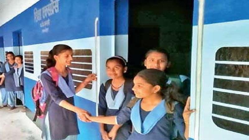 परदेशी विद्यार्थी – भारतात शिकणारे परदेशातील विद्यार्थ्यांना भारत सरकारकडून आयोजित शैक्षणिक सहल अथवा कम्पला जाण्यासाठी 50 टक्क्यांची सूट आहे.