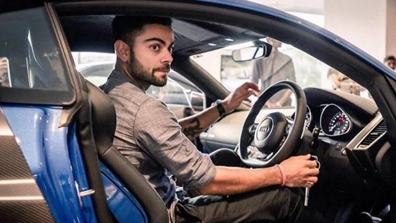 विराटकडे मर्सिडीज, ऑडी आणि बीएमडब्ल्यू अशा एकूण 6 कार आहेत. ज्यांची किंमत 9 कोटी रूपये आहे. यातील काही गाड्या त्याला गिफ्ट म्हणूनही मिळाल्या आहेत.