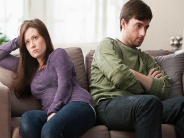 जर तुमचा जोडीदार तुमची जबाबदारी स्वीकारण्यापासून पळ काढत असेल तर त्यांच्या मनात काही वेगळंच सुरू असणार.