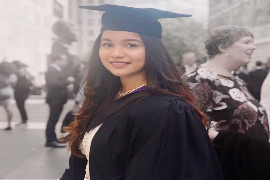सचिन तेंडुलकरची मुलगी सारा तेंडुलकर UCL अर्थात युनिव्हर्सिटी कॉलेज ऑफ लंडनमधून ग्रॅज्युएट झाली. त्याचे फोटो स्वतः सचिननं ट्वीट केले आणि मुलीचं कौतुक केलं.