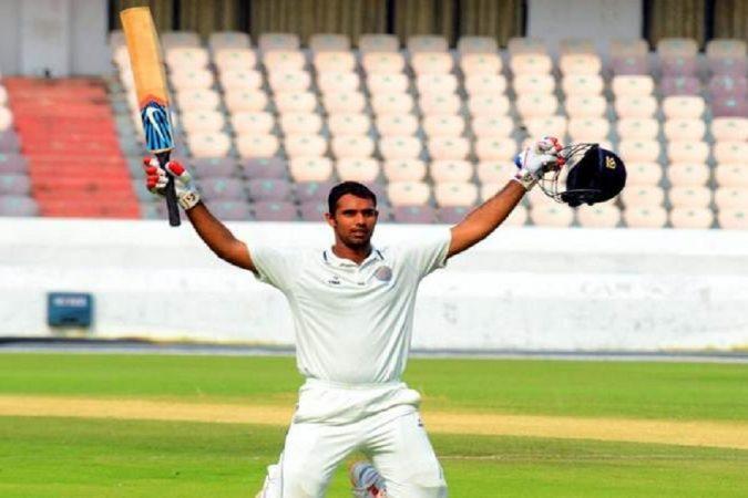 विहारीने १२४ चेंडूत ५६ धावा करून भारतीय संघाची दुसऱ्या दिवशीची धुरा एकहाती सांभाळली.