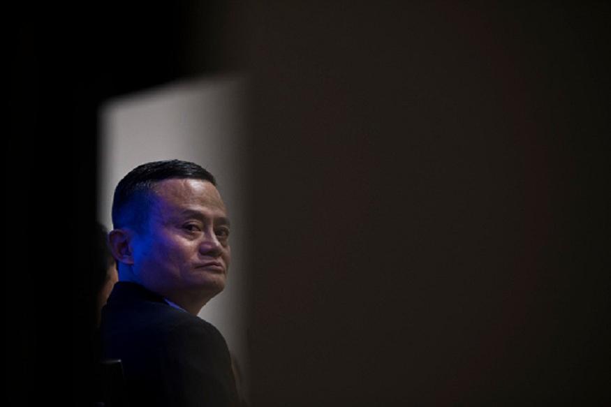 जॅक यांनी 1999मध्ये हांगझूच्या एका अपार्टमेंटमध्ये अलीबाबा कंपनीची सुरुवात केली. त्यावेळी त्यांचं काम पाहून लोकांनी त्यांना बिनकामाचा रिकामटेकडा माणूस समजत दुर्लक्ष केलं.
