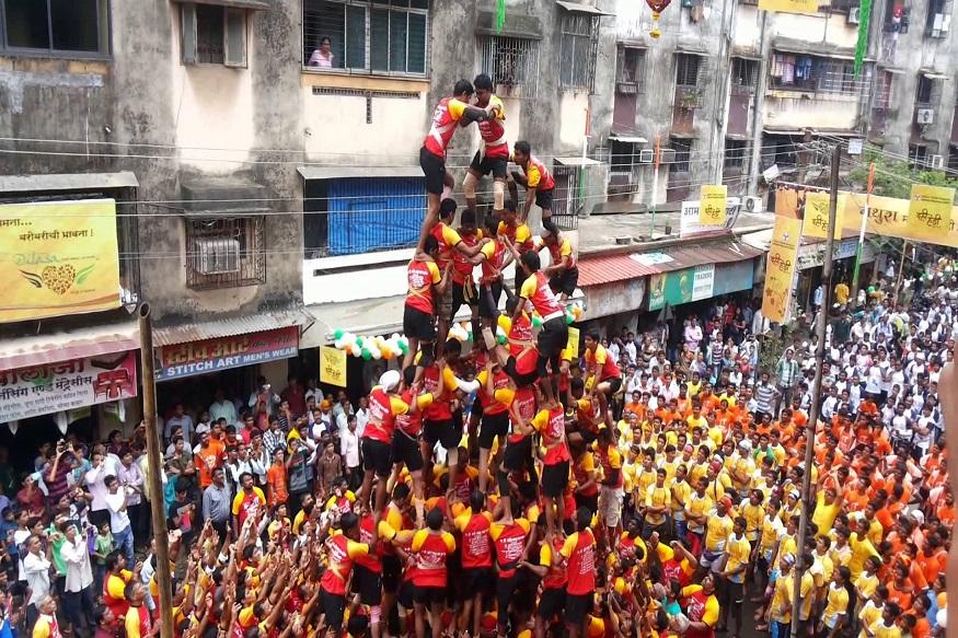 डोंबिवलीकर दहीहंडी : राज्यमंत्री रवींद्र चव्हाण यांच्या पुढाकारानं ही दहीहंडी होते. सामाजिक संदेश देण्यासाठी प्रसिद्ध