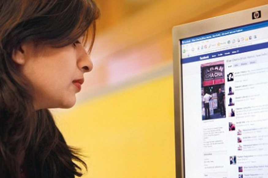 स्वतःचं फेसबुक अकाऊंट अपडेटेड ठेवा.