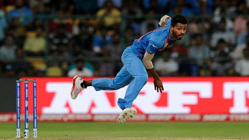 Live Cricket Score, India Vs Pakistan Asia Cup 2018: टीम इंडियाला धक्का, हार्दिक पांड्याला दुखापत