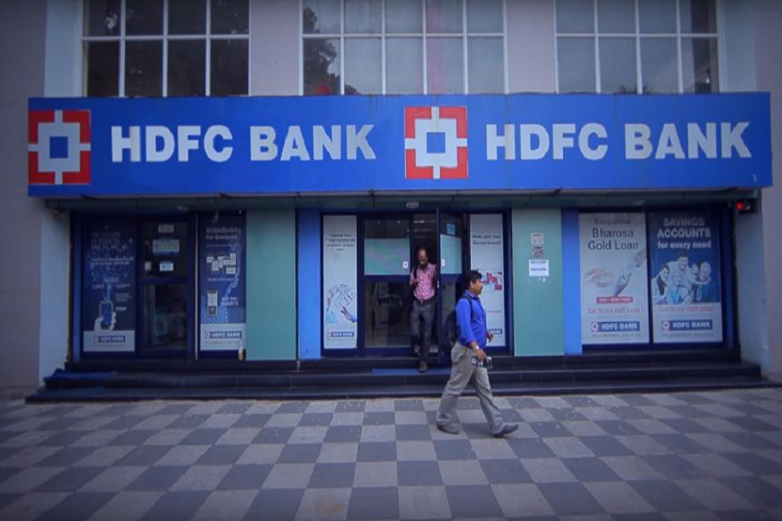 HDFC बँक: एचडीएफसी बँक पेट्रोल-डिझेलच्या खरेदीवर 5% कॅशबॅकवर, जास्तीत-जास्त 150 रुपयांपर्यंत आणि 400 रुपयांपेक्षा अधिक इंधन खरेदी केल्यावर 1% अधिभार सूट देण्यात येईल.
