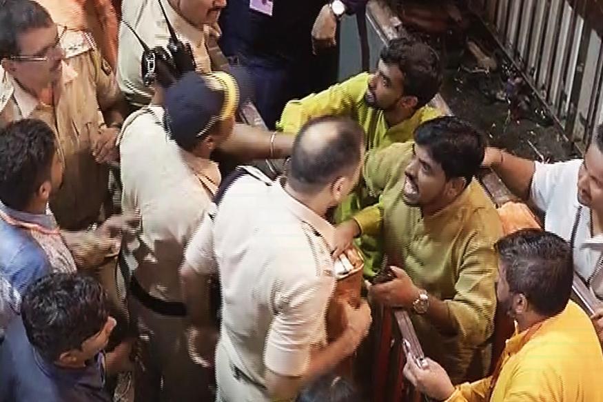 लालबाग राजाच्या दरबारात कार्यकर्त्यांची मुजोरी,पोलीस अधिकाऱ्याला धक्काबुक्की