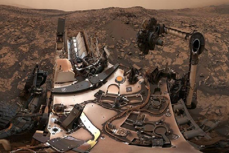अमेरिकन स्पेस एजन्सी नासाच्या 'क्यूरॉसिटी रोवर'ने मंगळ ग्रहाचे काही दुर्मिळ फोटो काढले आहेत. या फोटोत, लाल रंगाचा हा ग्रह हलक्या लाल आणि तपकिरी रंगात दिसत आहे. तर गेल्या काही आठवड्यांपासून धुळीचा वादळामुळे त्याचा रंग गडद झाला आहे.