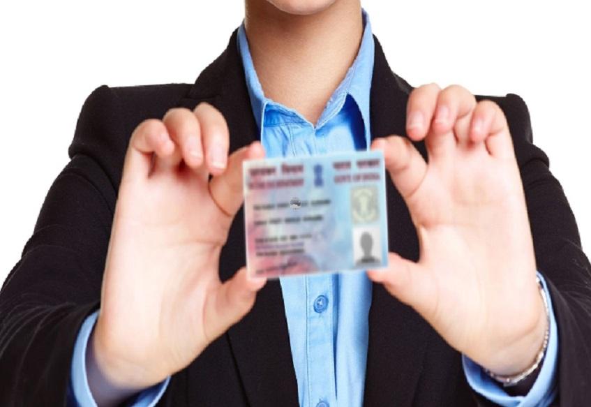 पॅन कार्डच्या अर्जामध्ये बदल व्हावेत अशा अनेक सूचना तृतीय पंथीयांकडून करण्यात आल्या होत्या. त्याच आधारे हे नवे बदल करण्यात आले आहेत. तृतीय पंथींना पॅनकार्डाचा अर्ज भरताना खूप त्रास होतो. तसं आधार कार्डमध्ये अशा अनेक सूचना आहेत ज्या पॅनकार्डमध्ये उपलब्ध नाही आहेत, त्याचा तोटा असा की त्यामुळे तृतीय पंथींना त्यांचे पॅनकार्ड हे आधारशी लिंक करता येत नाही.